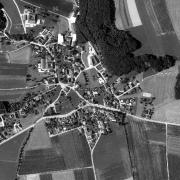 Überblick 1:5.000 mit GPS-Daten - Eisenreichdornach, 1=Waldstück, in das sich die Häftlinge beim Bombenangriff am 20.3.1945 flüchteten