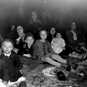 Befreite Kinder und Frauen