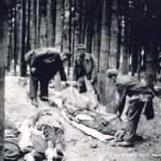 Leichen von Häftlingen