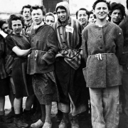 befreite Frauen, 5. Mai 1945 - Foto: Arnold E. Samuelson