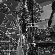 Übersicht 1:5.000 mit GPS-Daten; 1: ehem. Lagergelände 2: Denkmal