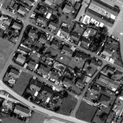 Überblick 1:1.000 mit GPS-Daten; 1: ehem. Krematorium/Memorial Gusen 2: ehem. Jourhaus