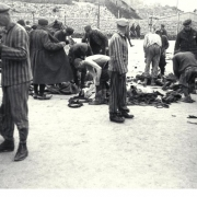Einkleidung von Neuankömmlingen in Gusen I