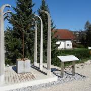 Denkmal bei Schleppbahnbrücke