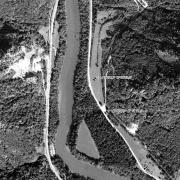 Überblick 1:5.000 mit GPS-Daten; 1: Memorial neben Eisenbundstraße 2: ehem. Lagergelände