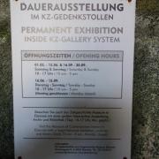 Informationstafel zu der Ausstellung im Gedenkstollen
