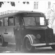 Hartheim Castle: Bus with driver, possibly 1940 - Photo: Niedernhart Process