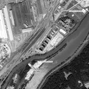 Überblick 1:5.000 mit GPS-Daten, Linz III; 1=ehem. Lagergelände, 2=heutiger Standort des Memorials