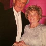 Ed Mosberg (KZ-Linz III Überlebender) mit seiner Frau (KZ Mauthausen Überlebende)