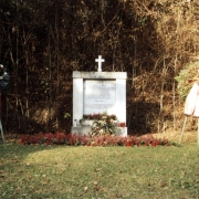 Community grave for 82 victims old monument 1999