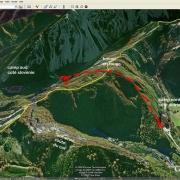 Luftaufnahme mit der Lage der Konzentrationslager, Routen und Tunnel
