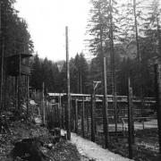 Wachturm und Baracken