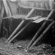 Tunnelstützen mit Häftlingen und Zivilarbeitern