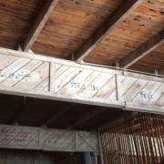 """Kaserne Objekt 10 (früher Aufnahmeraum des KZ Melk) Inschrift """"Arbeit macht frei"""""""