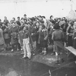 KZ Lenzing: befreite Frauen, 5. Mai 1945 - Foto:Arnold E. Samuelson